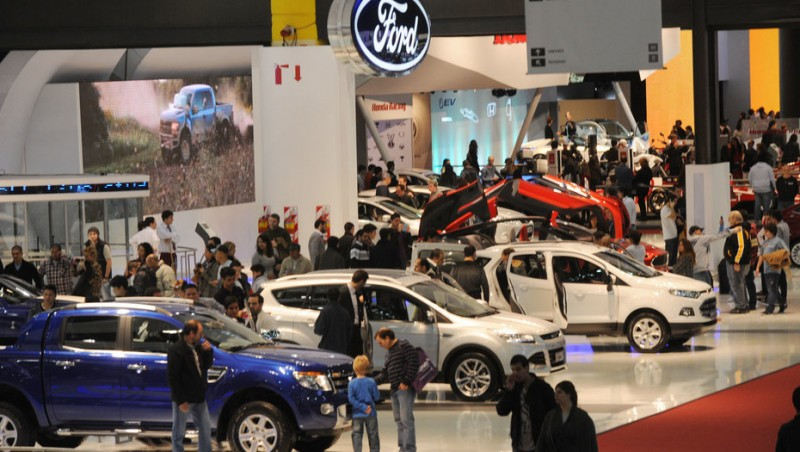 Las preguntas clave que genera la caída del impuesto a los autos