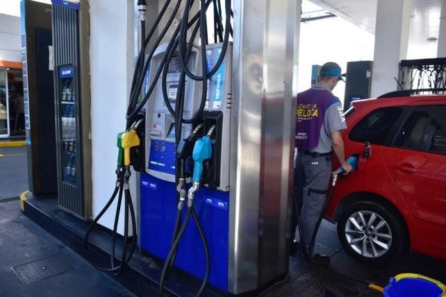 Expendedores de combustibles confirman que el alza de las naftas será de entre el 6 y el 7 por ciento