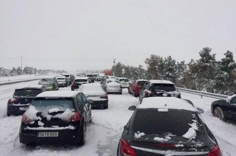 El ejército español sale a auxiliar a atrapados por la nieve