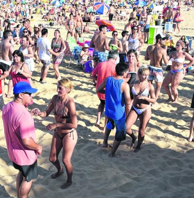 Las playas rosarinas estuvieron a full en el primer fin de semana de enero
