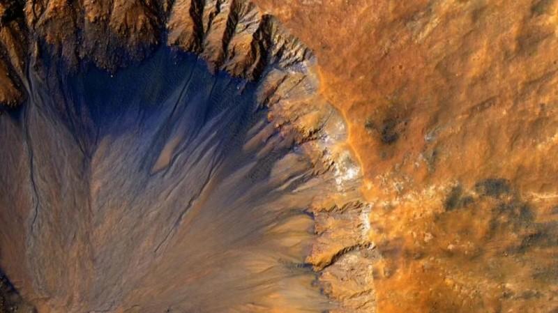 La NASA registró glaciares de hielo puro enterrados en Marte