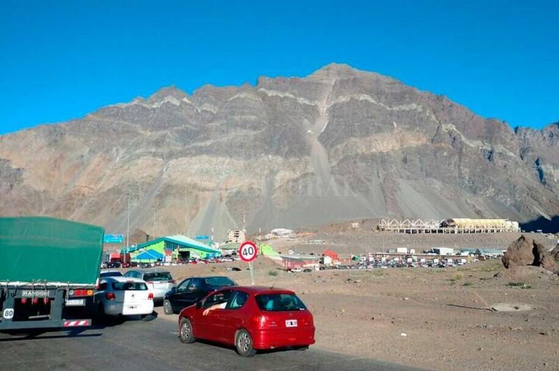 Seis horas sin sistema y largas filas en la frontera de Mendozai