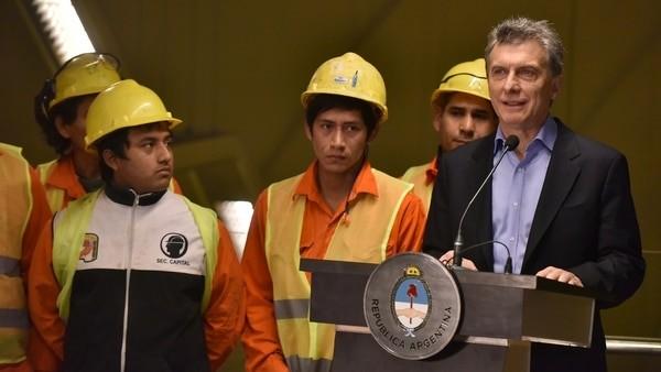 El plan reelección en marcha: Macri decidió aumentar los fondos de obra pública para sectores pobres