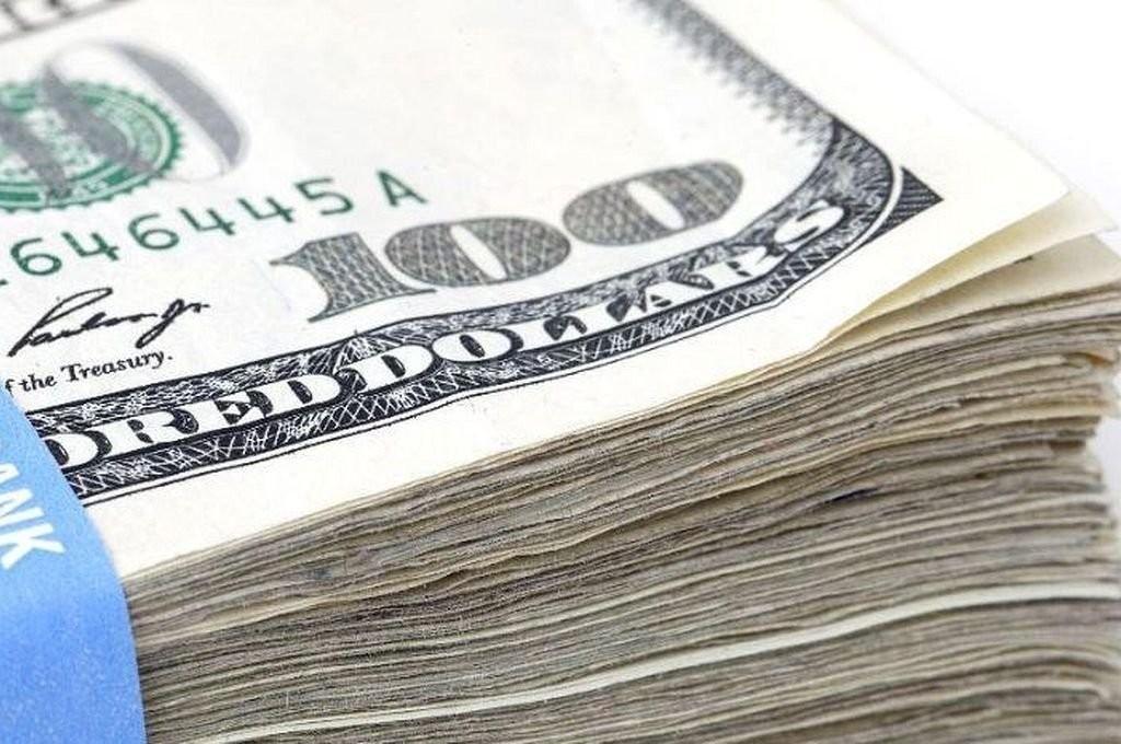 El dólar comenzó la semana con una leve suba