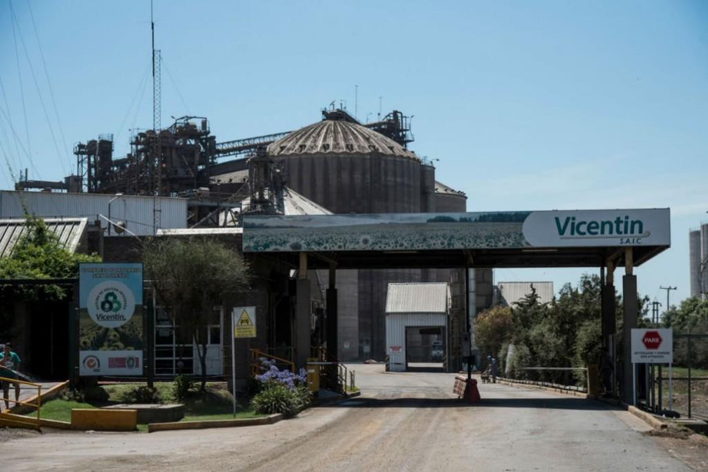 La crisis de Vicentín. Intiman a la empresa a pagar $18 millones y siguen las dudas sobre su futuro