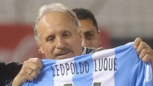 Leopoldo Jacinto Luque continúa internado en terapia intensiva por coronavirus