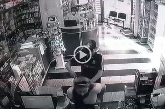 Violento asalto en una farmacia de Bulevar: le puso un cuchillo en el cuello a una clienta, intentó fugarse y fue reducido por vecinos