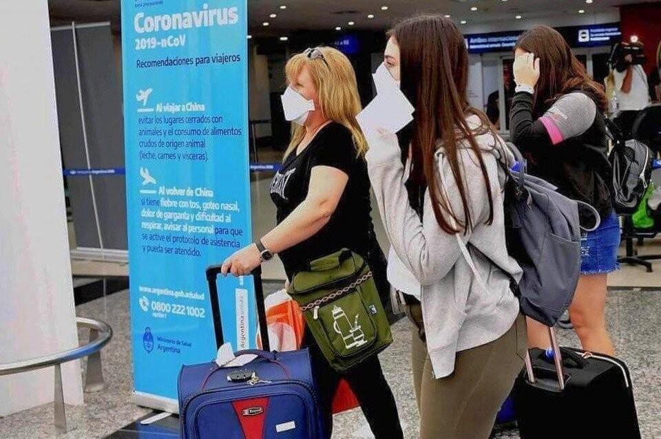 Restricciones y requisitos para entrar y salir del país y de la provincia