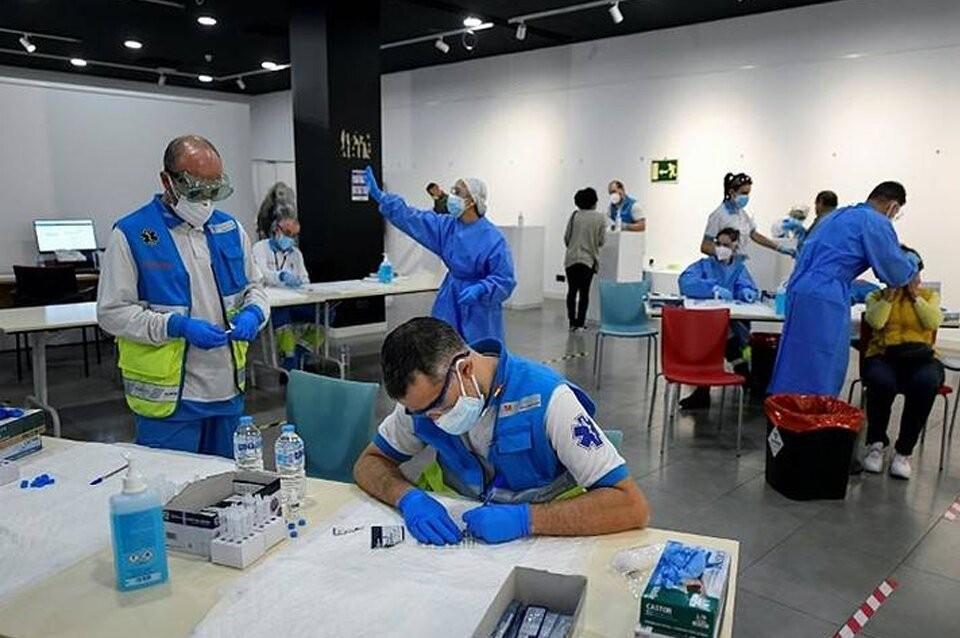 Madrid suspende la vacunación por falta de dosis