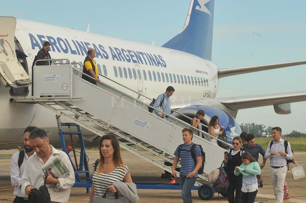 Con el vuelo de Aerolíneas, volvió a operar el aeropuerto
