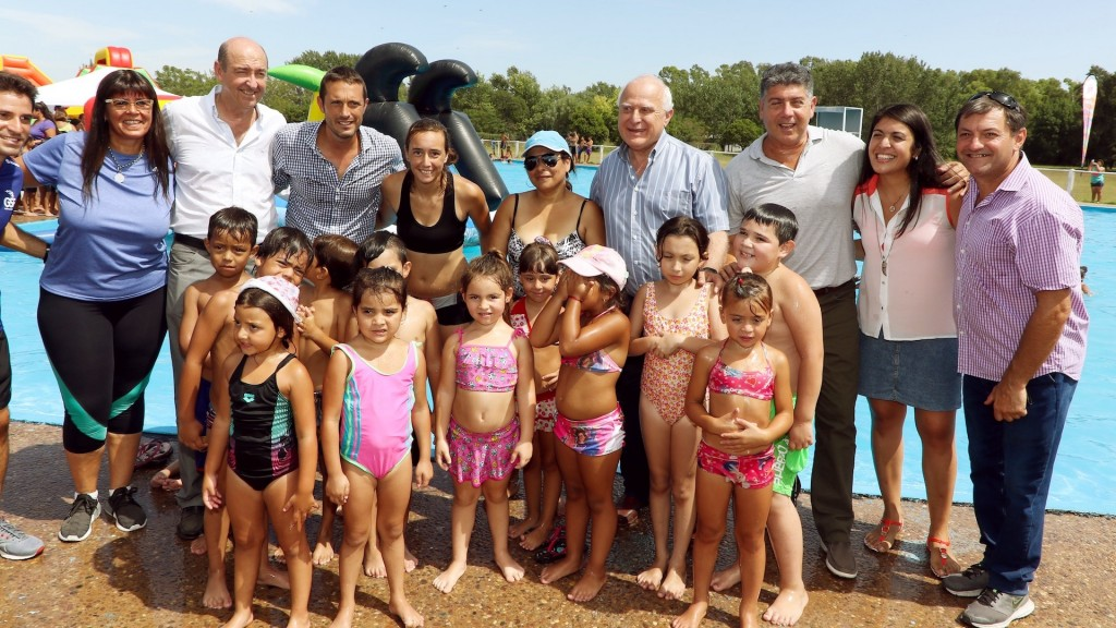 Lifschitz evaluó los trabajos del Plan Abre y recorrió programas para el verano en la ciudad de Pérez