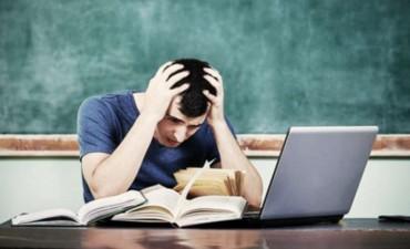 En Argentina se gradúan de la universidad la mitad de alumnos que en otros países