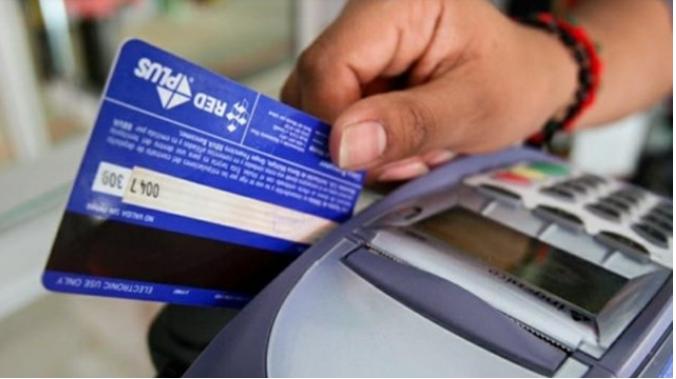 El Banco Central le pone tope de 55 por ciento a los intereses de las tarjetas de crédito.