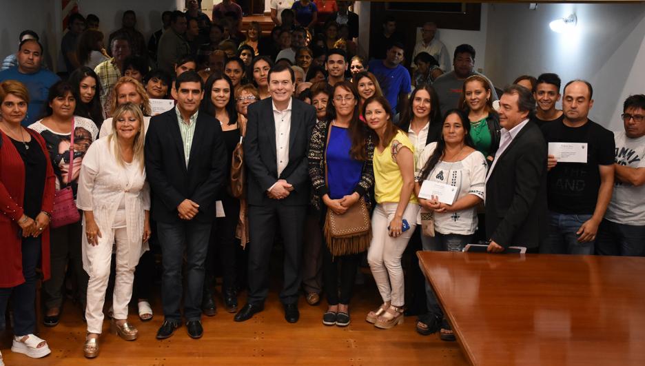 El gobernador Gerardo Zamora entregó micro emprendimientos
