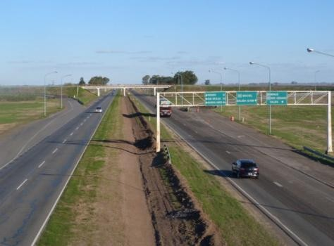 Prisión preventiva a 2 hombres por provocar accidentes en la Autopista para luego robar