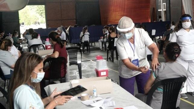 Comenzaron a vacunar contra el Covid-19 en geriátricos de Santiago del Estero