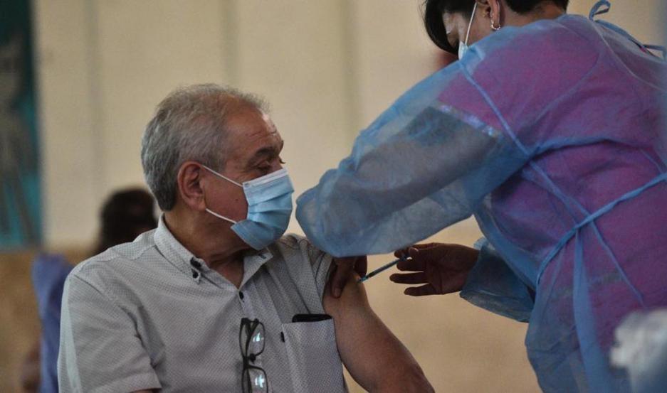 Mañana se lanzará la aplicación para vacunar a mayores de 70 en Santiago