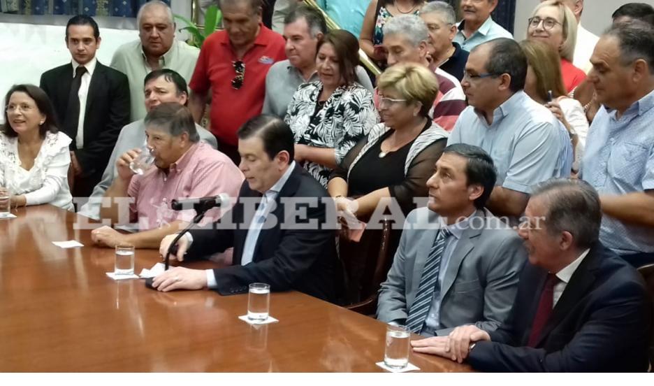 Zamora anunció un aumento de 45% y una ayuda escolar de $6000