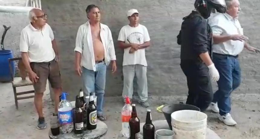 Insólito festejaban un cumpleaños, y fueron descubiertos por la policía