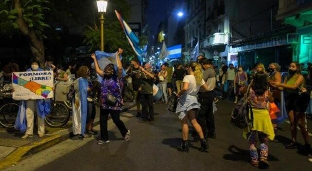Los comerciantes desafiaron las restricciones del gobierno y abrieron los negocios en Formosa