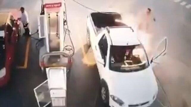 Video: hablaba por celular en la estación de servicio y le explotó el auto
