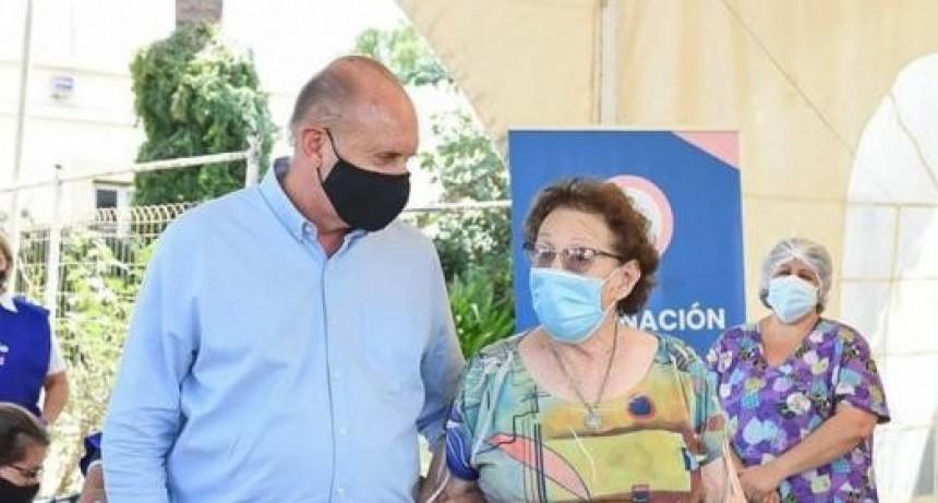 "Perotti acompañó a su madre a vacunarse: ""No se merecía tanta mentira"""