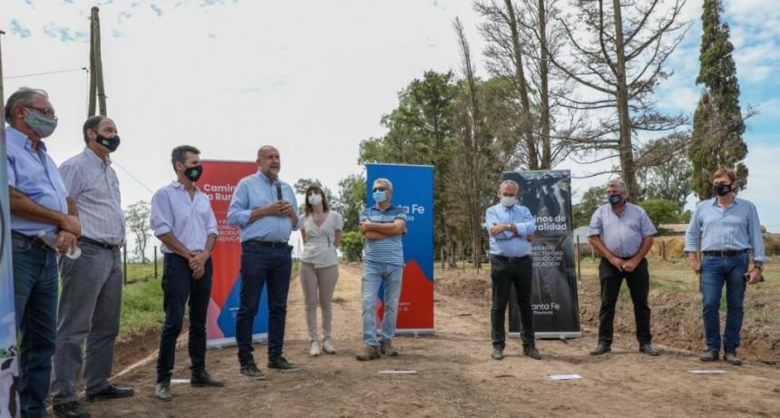 Perotti firmó convenios por 50 millones de pesos para el mantenimiento de caminos rurales de Tacural, Ataliva y Bella Italia