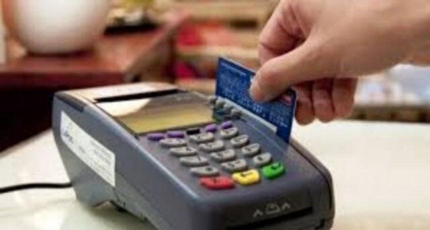 El reintegro del 15 por ciento para compras con débito se extiende hasta 30 de junio