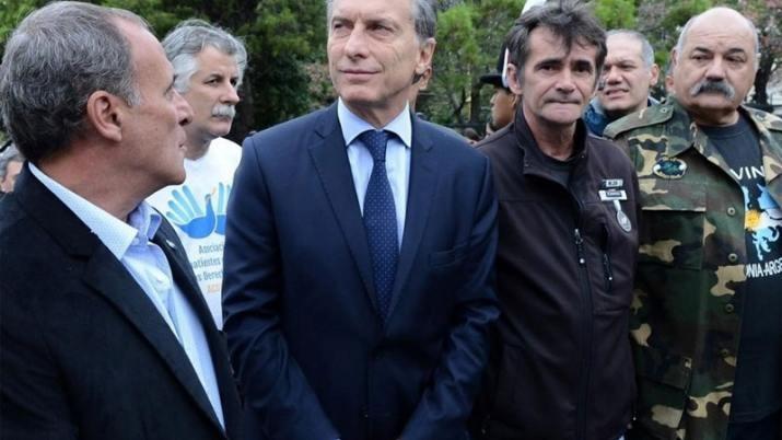 Macri recibe a veteranos y familiares de Malvinas