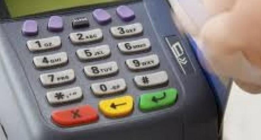 A partir de abril, comercios y profesionales deberán aceptar pago con débito