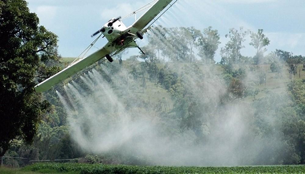 """La mala palabra: cuando los agroquímicos se transforman en """"agrotóxicos"""" y las pulverizaciones aéreas son """"fumigaciones"""""""