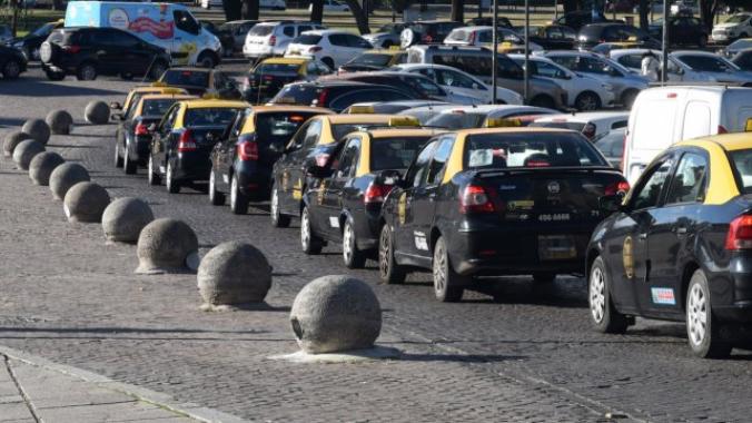 Prevén una concentración de taxistas en Rosario y buscan disuadirla