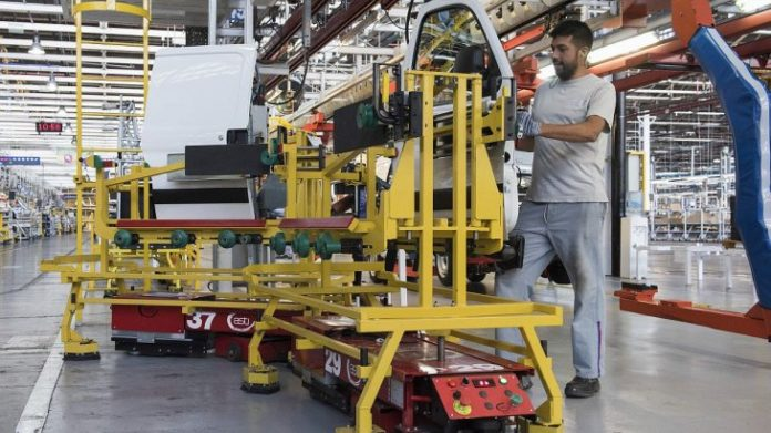 El Gobierno ayudará a pagar los salarios de abril a trabajadores privados