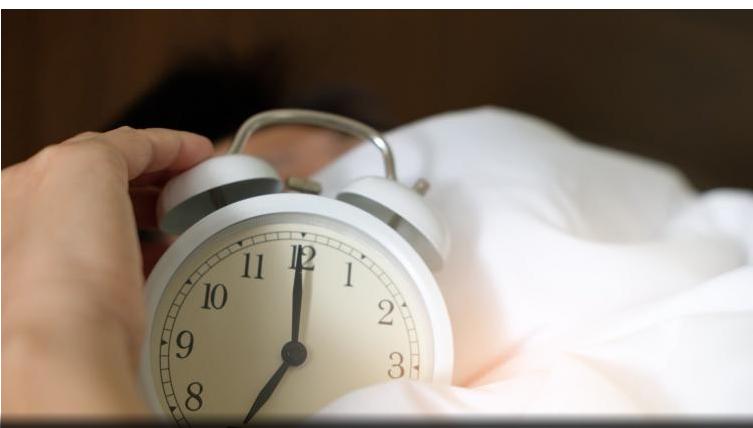 Por qué no es saludable dormirse todos los días a distintas horas