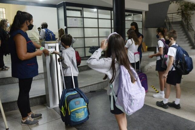 Vuelta a clases: las escuelas piden responsabilidad a los chicos que viajaron