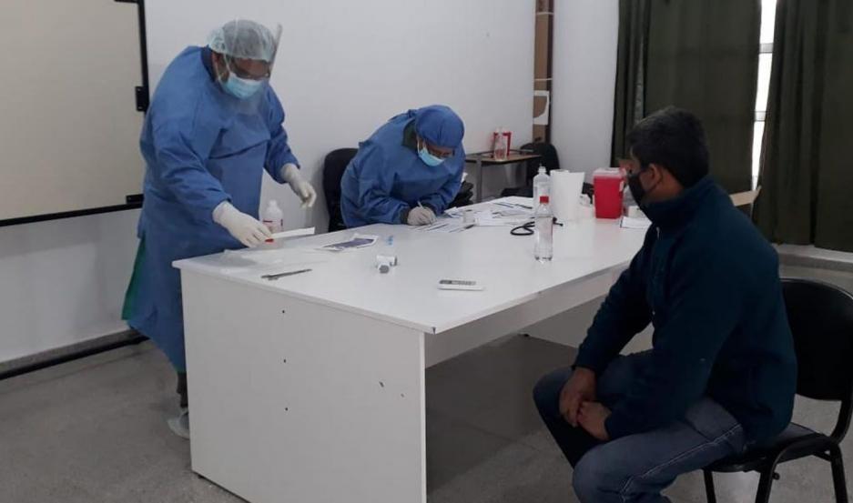Reportaron 68 nuevos casos de coronavirus en Santiago