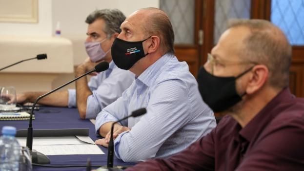 Perotti le remarcó a los Intendentes la importancia de los controles