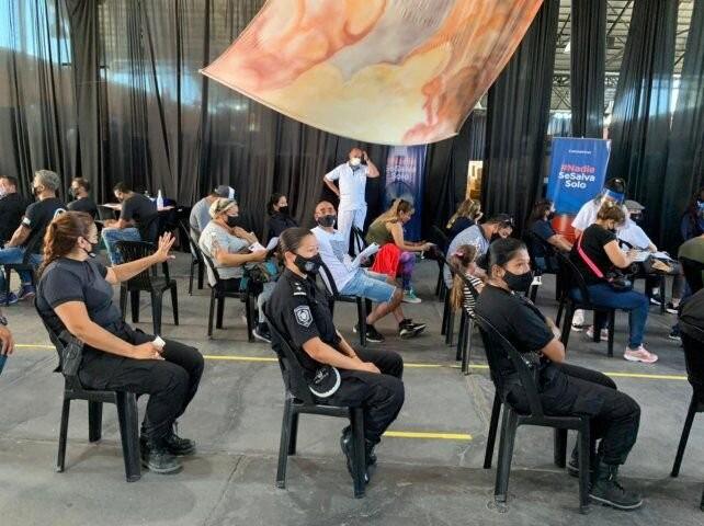 Comenzó la vacunación a personal policial en distintos puntos de la provincia