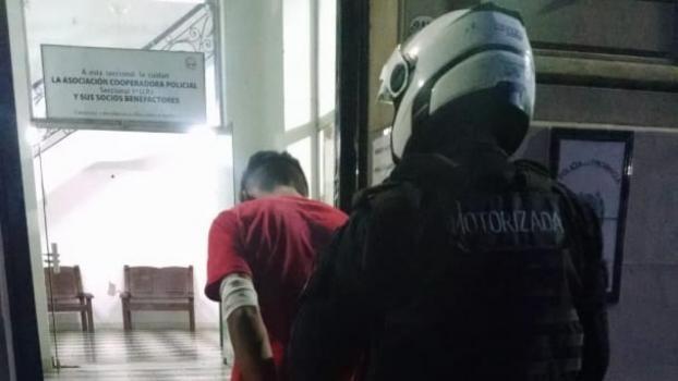 Un ladrón fue detenido tras robar un kiosco en el centro santafesino y enfrentarse al dueño con un cuchillo