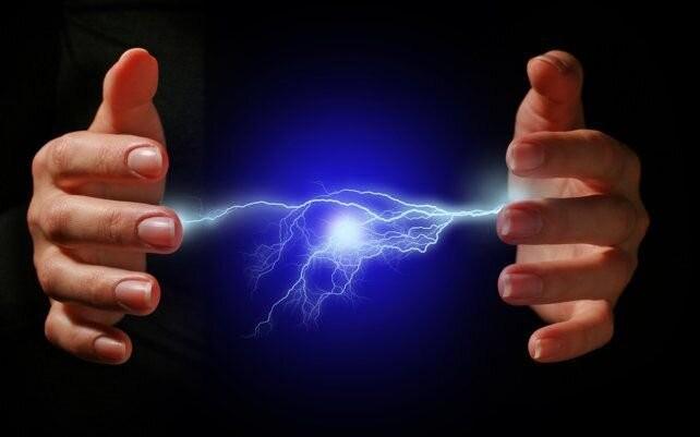 Crean un dispositivo para convertir el calor emitido por el cuerpo en energía eléctrica