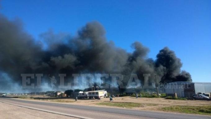 Voraz incendio alertó a los bomberos de Quimilí
