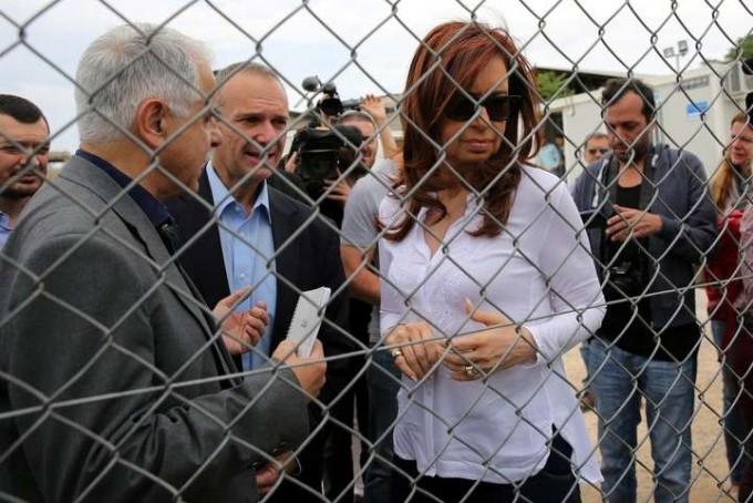 Cristina Kirchner visitó un campo de refugiados en Atenas