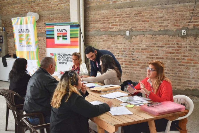 Plan del Norte: asesoramiento a más de 70 familias para escriturar viviendas FONAVI en Vera