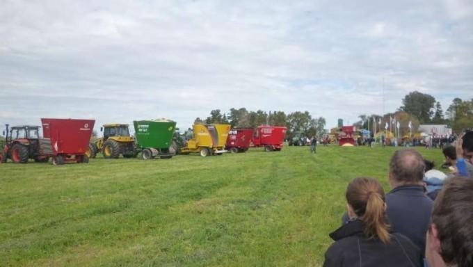 El mixer y el tractor, una sociedad para ajustar números en el tambo