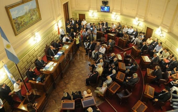 Senadores peronistas se abrazan a la convivencia