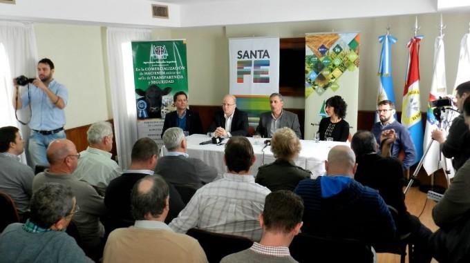 El Ministerio de la Producción anunció líneas de financiamiento para potenciar la actividad lechera