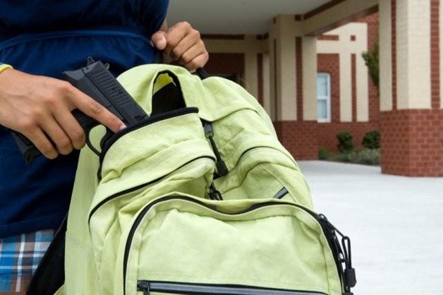 Un niño de 12 años que cursa el séptimo grado llevó un arma a una escuela