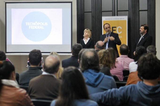 Corral presentó Tecnópolis ante instituciones de la Ciudad