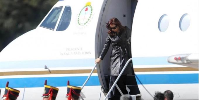 Masivas indagatorias a exfuncionarios por sobreprecios en viajes de Cristina