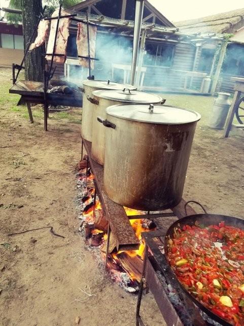 Los santafesinos cumplieron con la tradición de comer locro el 25 de Mayo